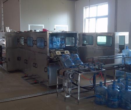 300桶时桶装水灌装机