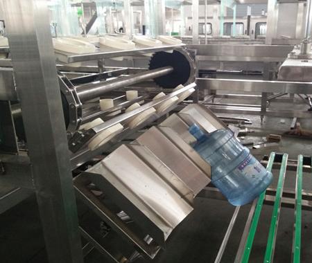 600桶时桶装水灌装机